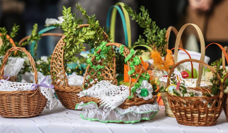 Wielka Sobota – Święcenie Potraw i wieczorna Adoracja